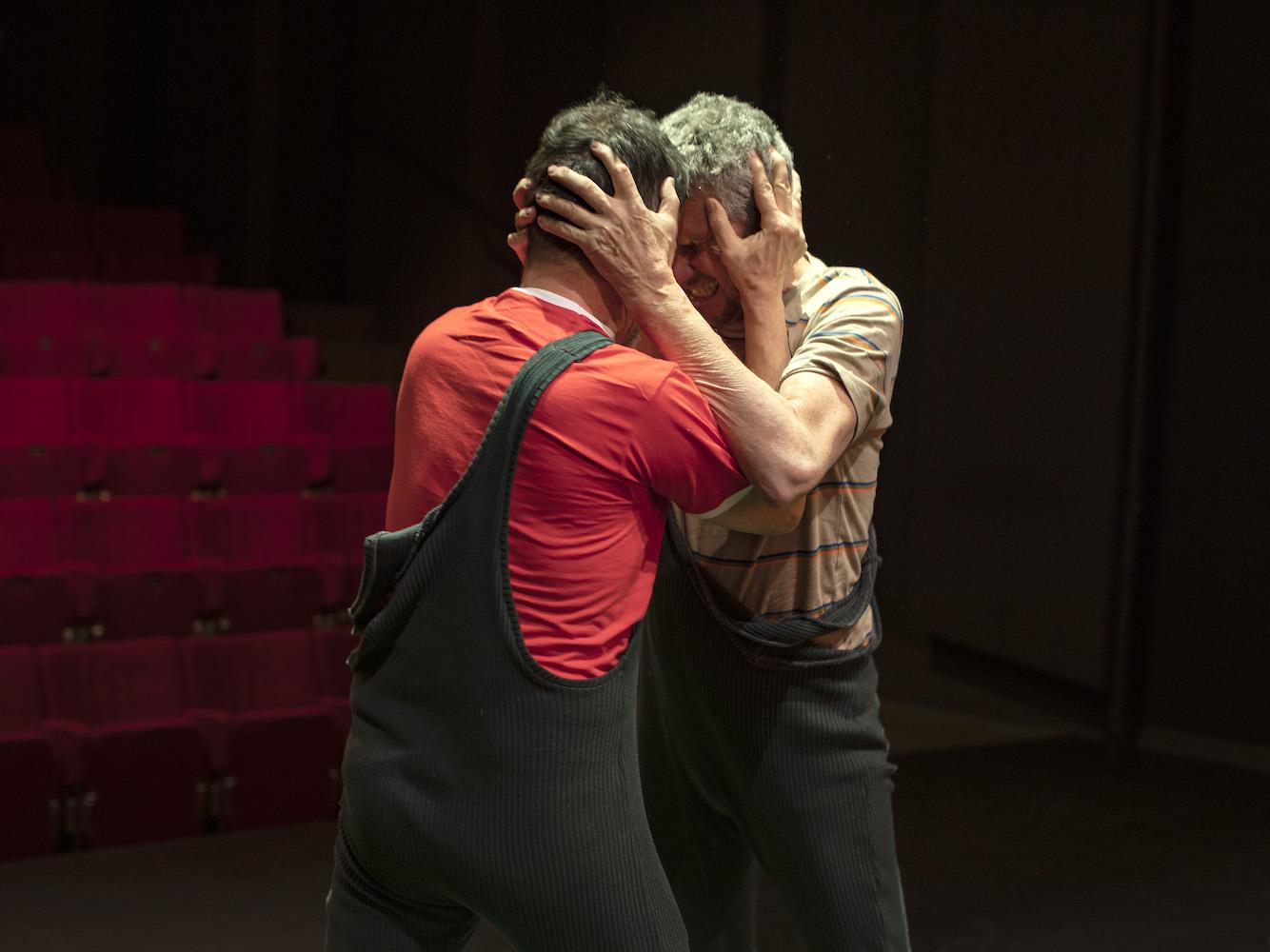 Photo de scène du spectacle MAKERS de et avec Oscar Gómez Mata et Juan Loriente, © Christian Lutz