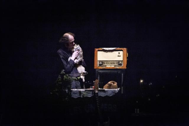 photo de scène du spectacle Les Univers de et avec Joël Maillard, Tiphanie Bovay-Klameth et Nicole Genovese