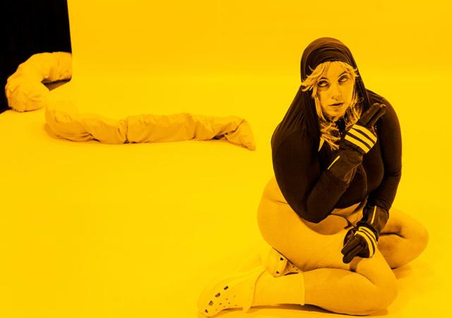 Visuel promotionnel du spectacle DOOM de Teresa Vittucci, © Ramon Königshausen