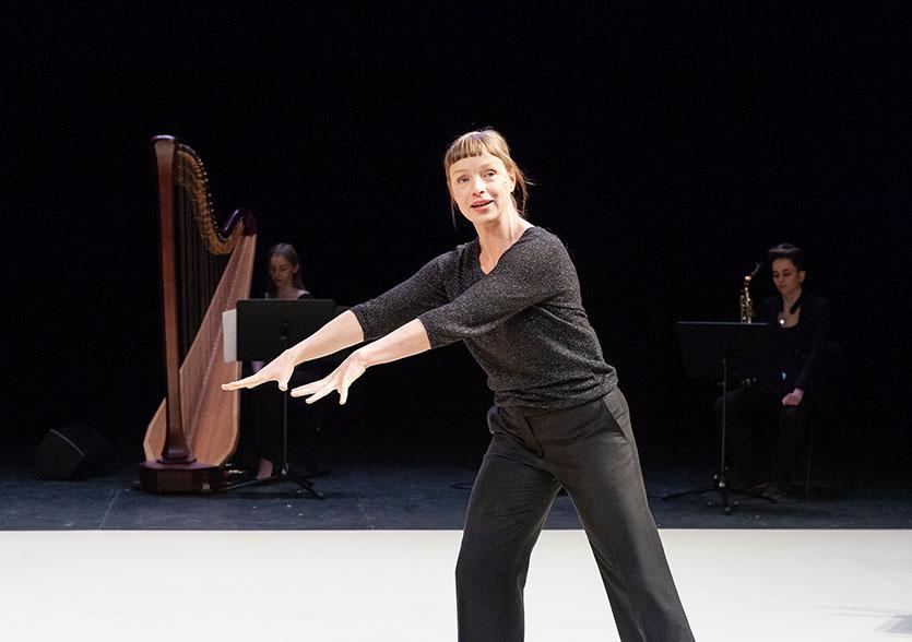 Photo de scène du spectacle GISELLE… de François Gremaud, © Dorothée Thébert Filliger