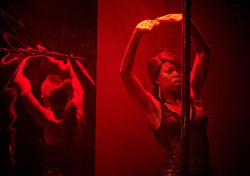 Photo de scène du spectacle GO GO OTHELLO, de et avec Ntando Cele, © Janosch Abel