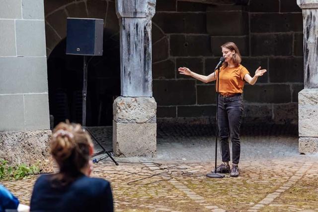 photo de scène du spectacle Jukebox Genève prise au Belluard Bollwerk Festival, © Julie Folly