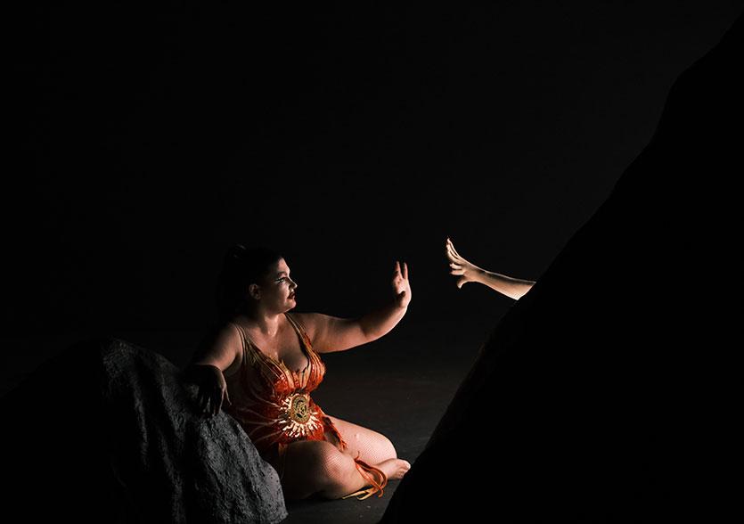 Photo de scène du spectacle SHOWGIRL, de Jonathan Drillet et Marlène Saldana, avec Marlène Saldana